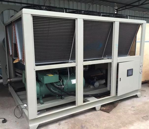 風冷螺(luo)桿式冷水機生產