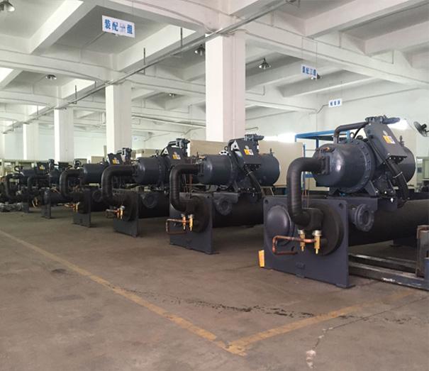 水冷螺(luo)桿式冷水機生產車間