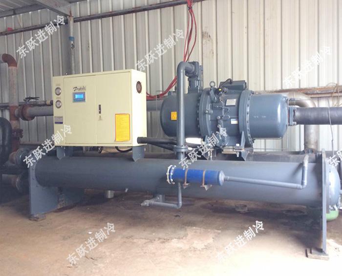 清遠皮革廠120HP水冷螺(luo)桿式冰水機組2台(tai)