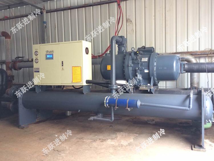 清远皮革厂120HP水冷螺杆式
